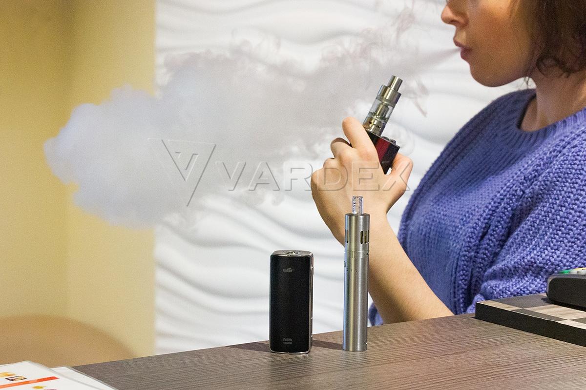 Опытные вэйперы по достоинству оценят флагманские модели от признанных гигантов отрасли, а новички с помощью наших консультантов без труда подберут идеальную электронную сигарету стартового уровня в магазине Vardex